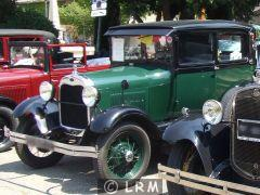 FORD A coach Tudor Sedan (Photo 2)