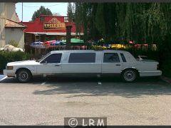 LINCOLN Town Car Limousine (Photo 1)
