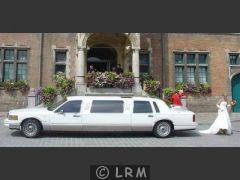 LINCOLN Town Car Limousine (Photo 2)