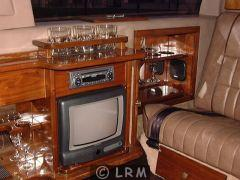 LINCOLN Town Car Limousine (Photo 4)