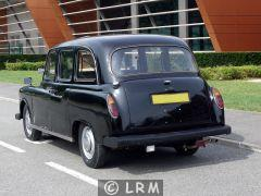 CARBODIES Taxi Anglais FX4 (Photo 2)