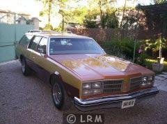 OLDSMOBILE Custom Cruiser (Photo 1)