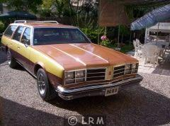 OLDSMOBILE Custom Cruiser (Photo 5)